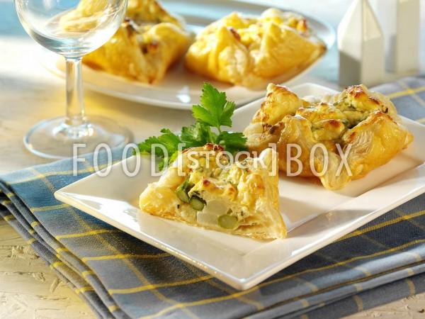 Blätterteigtaschen mit Spargel-Käse-Füllung
